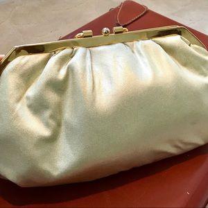 Handbags - Gold vintage clutch purse 👛